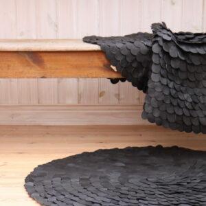 Circled dot lädermatta
